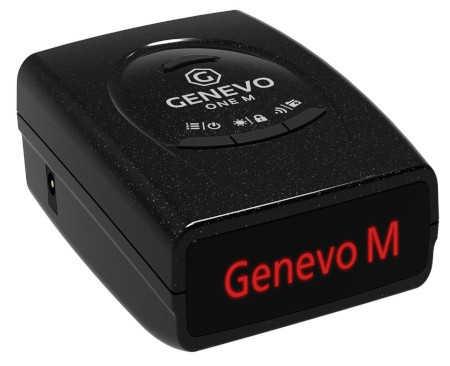 Přenosný antiradar Genevo One M na bílém pozadí