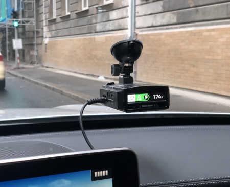 Reálná ukázka instalace Genevo Max ve vozidle za čelním sklem