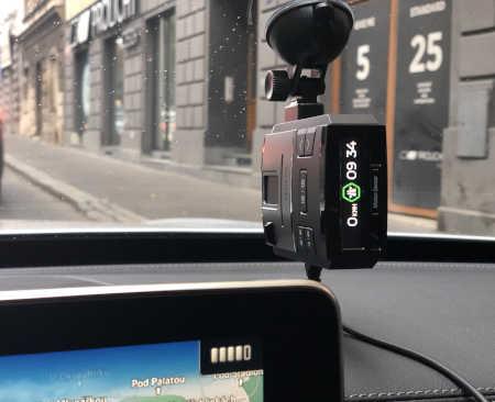 Reálná ukázka instalace Geneva Max ve vozidle za čelním sklem